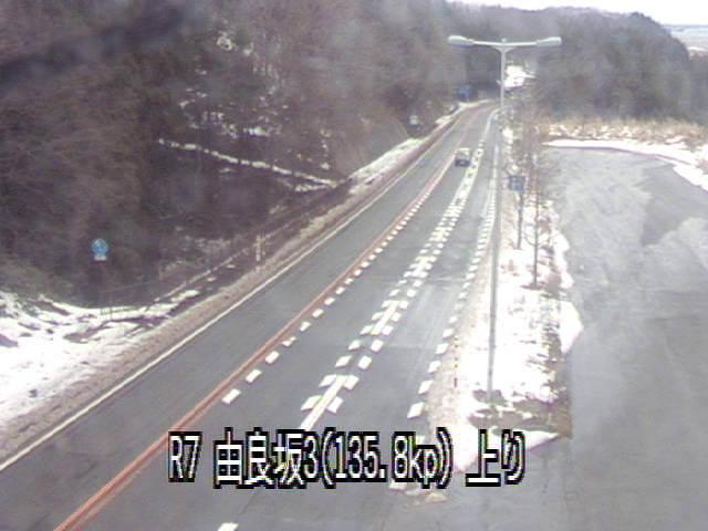 国道7号線由良坂3のライブカメラ・天気・地図|山形県鶴岡市