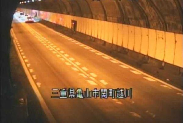 国道25号 関トンネル下りのライブカメラ|三重県亀山市