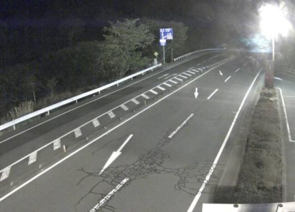 静岡県道19号伊東大仁線 亀石峠東のライブカメラ|静岡県伊東市