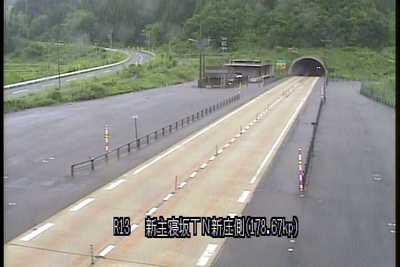 国道13号 新主寝坂トンネル新庄側のライブカメラ|山形県金山町